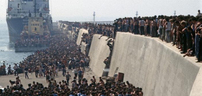"""8 agosto Bari: """"La Nave Dolce"""" ricorda lo sbarco di 20.000 albanesi, nello stesso luogo di 30 anni fa"""